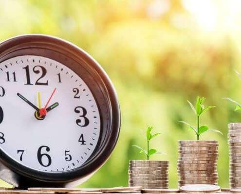Captação de recursos com fundo patrimonial - Relógio e moedas